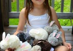 Easy to Make Pom-pom Bunnies for Kids. How cute the bunnies are! They are much e...