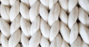 DIY Chunky Arm Knit Blanket